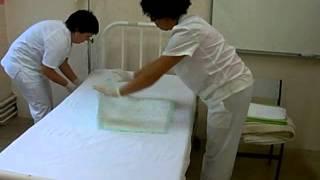 Download video cuidados hacer una cama ocupada for Cama ocupada