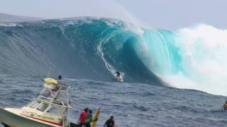 getlinkyoutube.com-Epic surf session at Jaws - Red Bull Young Jaws