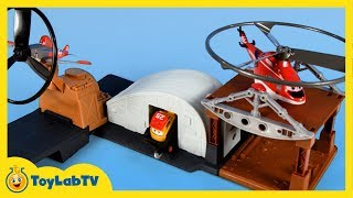 getlinkyoutube.com-Disney Planes Fire and Rescue Toys Riplash Flyers Rip 'N Rescue Playset Blackout Launcher Planes 2