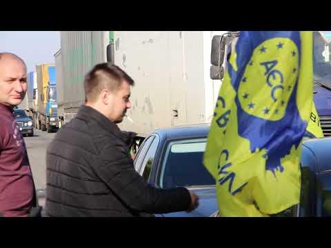 """Власники """"євроблях"""" перекрили трасу Київ - Харків"""