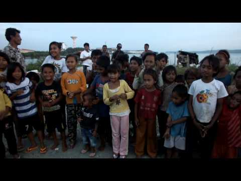 Bajau Laut Boats and Kids singing childrens songs