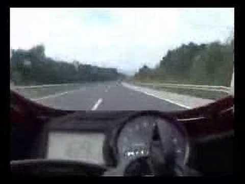 Correndo com a moto