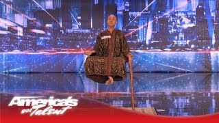 getlinkyoutube.com-Special Head Levitates and Shocks the Crowd - America's Got Talent
