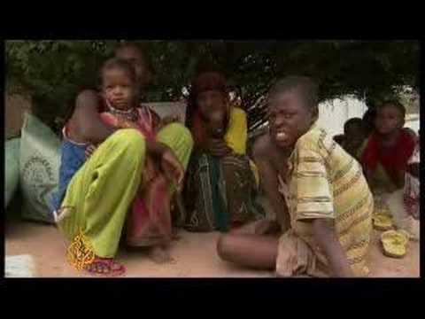 Kenya opens border for Somali refugees