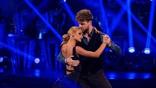 getlinkyoutube.com-Jay McGuiness & Aliona Vilani Argentine Tango to 'Diferente' - Strictly Come Dancing: 2015