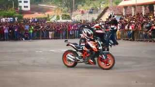 getlinkyoutube.com-KTM Stunt Show -  THROTTLERZ Mangalore MITE College, Mangalore - March 2015