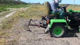 getlinkyoutube.com-Саморобний міні трактор ZUBR