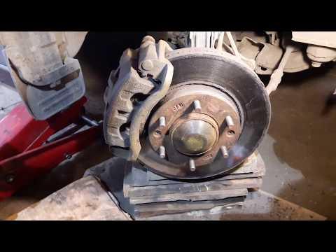 Замена передних тормозных дисков и колодок Hyundai H1 Grand Starex Часть 1 разборка.