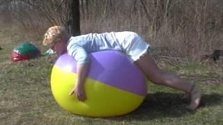getlinkyoutube.com-Meggy pops beach balls