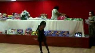"getlinkyoutube.com-5 year old praise dance to ""Grateful"""
