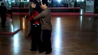 getlinkyoutube.com-마루님과 사쿠라님 사교댄스 지루박 시연(안세진 카페모임에서 배운동작)