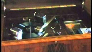 getlinkyoutube.com-HMV 524 (first Art Deco design) Automatic Radiogram 1932.