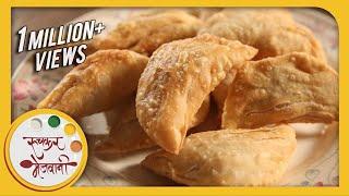 getlinkyoutube.com-Karanji / Gujiya | Diwali Faral | Traditional Recipe by Archana | Sweet Indian Snacks in Marathi