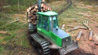 getlinkyoutube.com-Powerful John Deere 1110D, loging in mud
