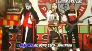 Hot Sexy Shake Dance Dangdut SAREY DUT SUMINTEN EDAN `ERWIN MARETA   YouTube
