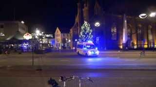 getlinkyoutube.com-Ambulance houd verkeer tegen van spoedvertrek Oude Markt Tilburg
