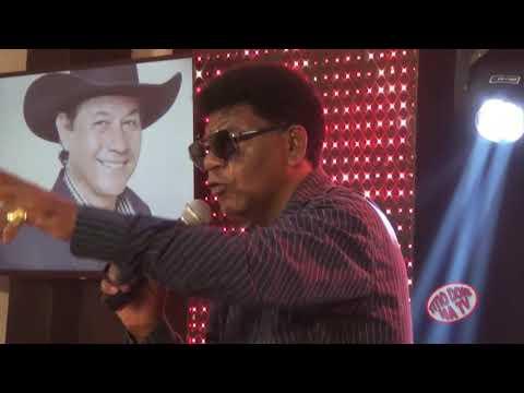 TED OSMAIR - CANTOR BRASILEIRO CANTANDO MUSICA GOSPEL -