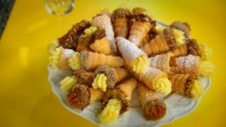 getlinkyoutube.com-Dulces Secretos - Cachitos de hojaldre con chocolate y crema pastelera