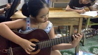"""getlinkyoutube.com-Lộ clip THẦY """"ĐÁNH VẬT"""" với TRÒ học guitar @@"""