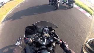 getlinkyoutube.com-Pulsar 200ns vs Yamaha R15 HD