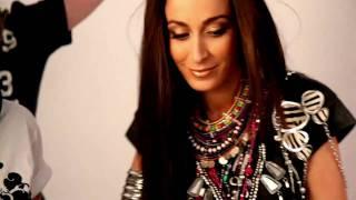 Kenza farah - Séance photo de l'album trésor (making of)
