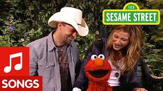 getlinkyoutube.com-Sesame Street: Sugarland And Elmo