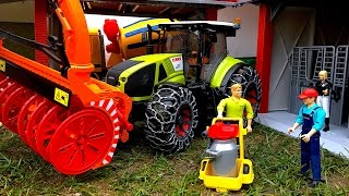 getlinkyoutube.com-BRUDER toys Traktor Claas Axion 950 with snow chains and snow blower