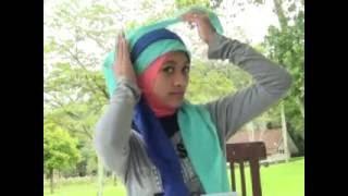 getlinkyoutube.com-Hijab Segi Empat Trend 2013 Part 2