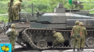 getlinkyoutube.com-10式戦車 演習中思わぬアクシデントに見舞われたが・・90式回収車により牽引。: The unexpected sccident of a type-10 tank.