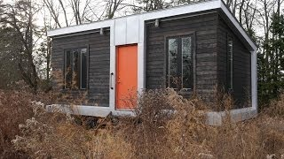 getlinkyoutube.com-This Modern 227 Square Foot Charles Eames-style tiny house has it all!