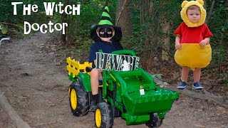 getlinkyoutube.com-Little Heroes Peg Perego John Deere Tractor Halloween The Witch Doctor Halloween Parody