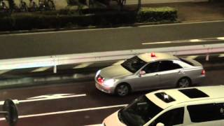 getlinkyoutube.com-覆面パトカーの目の前をノーブレーキで信号無視した群馬ドライバーが交通機動隊に検挙された瞬間!ゼロクラウン Japanese Police Car