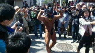 getlinkyoutube.com-かなまら祭りでマッチョなバットマン登場