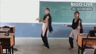 Desi school girl dance || Desi dance