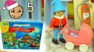 getlinkyoutube.com-Playmobil Holiday Christmas Advent Calendar - Toy Surprise Blind Bags  Day 5
