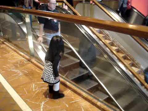 """Chloe saying """"bye"""" at the Copley Place Mall"""
