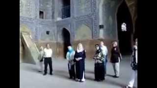 آواز تك نفره يك هنرمند در وسط مسجد جامع اصفهان