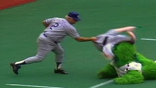 getlinkyoutube.com-LAD@PHI: Lasorda has enough with the Philly Phanatic