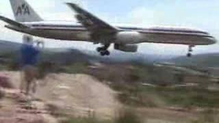 getlinkyoutube.com-Skilled pilot does crazy landing!