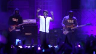 "getlinkyoutube.com-Kendrick Lamar performs ""i"" at We Day Toronto 2014"