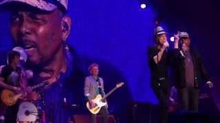 getlinkyoutube.com-Under The Boardwalk - Rolling Stones w/ Aaron Neville - Philadelphia - 2013-06-21