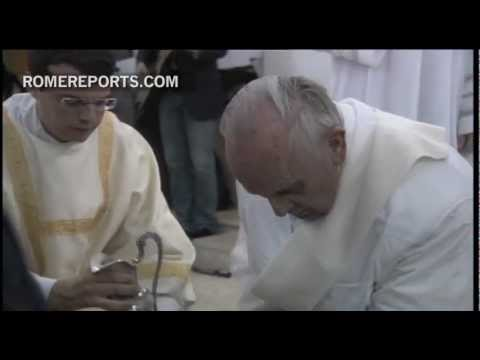 Pope Francis to jailed teens  I wash your feet to remind you that we have to help each other