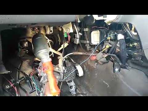 Ауди А8 Д2 A8 D2 замена радиатора отопителя печки в салоне автомобиля