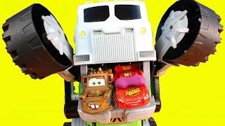 getlinkyoutube.com-Disney Cars Lightning McQueen Dreams Stinky The Garbage Truck Eats Cars In Radiator Springs