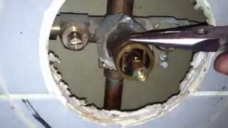 getlinkyoutube.com-Moen 1225 cartridge replacement on shower valve