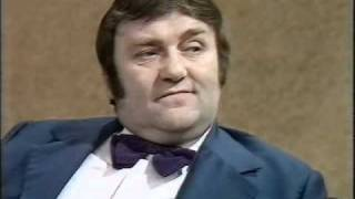 getlinkyoutube.com-Parkinson - Les Dawson - 1974.avi