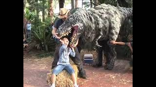 getlinkyoutube.com-T-rex dinosaur bites girl