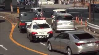 getlinkyoutube.com-こんなに目立つ車がパトカーの目前で違反して捕まる