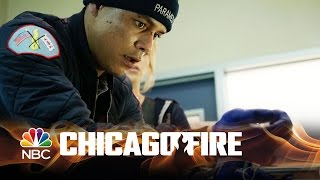 getlinkyoutube.com-Chicago Fire - Saving Severide (Episode Highlight)