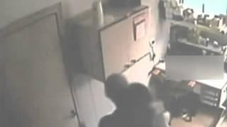 实拍:男子光天化日强奸女护士现场